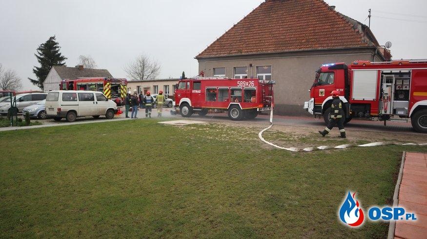 Ćwiczenia na budynku Szkoły w Różannie OSP Ochotnicza Straż Pożarna