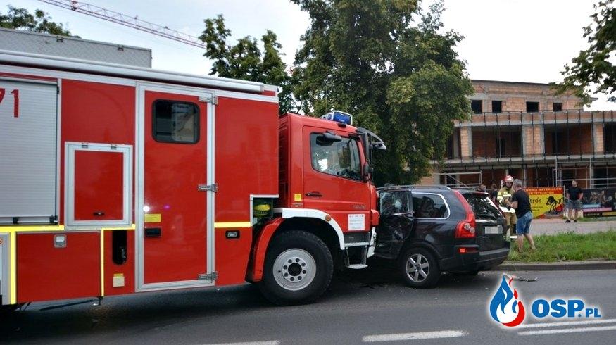 Wypadek strażaków w drodze do akcji. Wóz bojowy zderzył się z samochodem. OSP Ochotnicza Straż Pożarna
