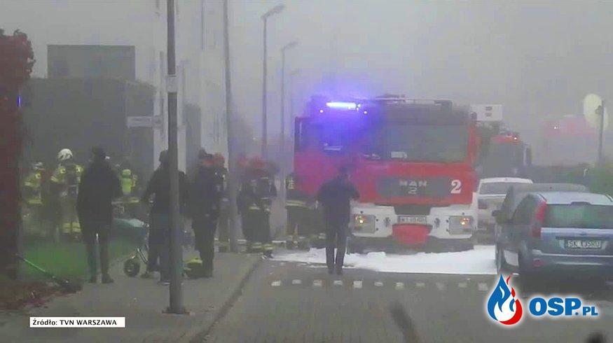 Spłonęło około 50 aut, wiele jest uszkodzonych. Groźny pożar w garażu podziemnym w Warszawie. OSP Ochotnicza Straż Pożarna