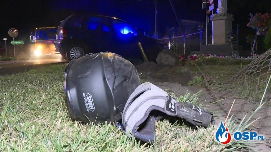 20-letni motocyklista zginął po zderzeniu z dwoma samochodami OSP Ochotnicza Straż Pożarna