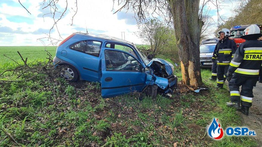 88/2021 Wypadek - auto uderzyło w drzewo OSP Ochotnicza Straż Pożarna