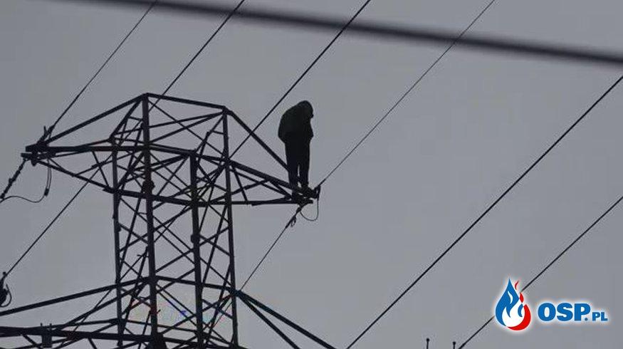 32-latek skoczył ze słupa energetycznego. Spadł obok skokochronu. OSP Ochotnicza Straż Pożarna