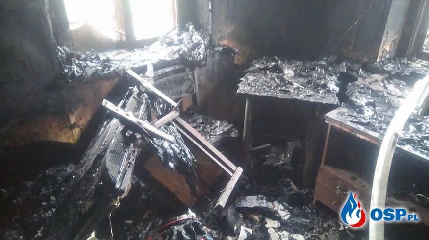 Pożar domu, poszkodowany właściciel. OSP Ochotnicza Straż Pożarna