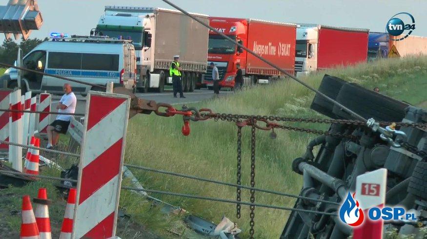Samochód osobowy wymusił pierwszeństwo, cysterna wylądowała w rowie. OSP Ochotnicza Straż Pożarna