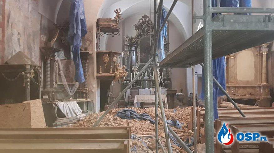 Porządkowanie kościoła w Hajdukach Nyskich OSP Ochotnicza Straż Pożarna