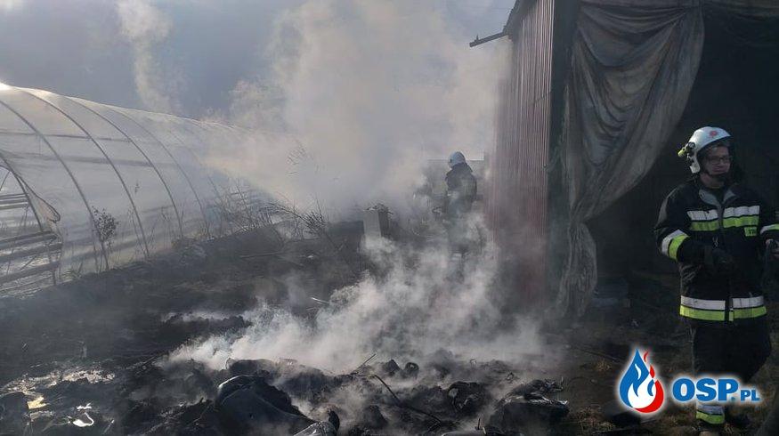 Pożar wraku mercedesa i śmieci OSP Ochotnicza Straż Pożarna