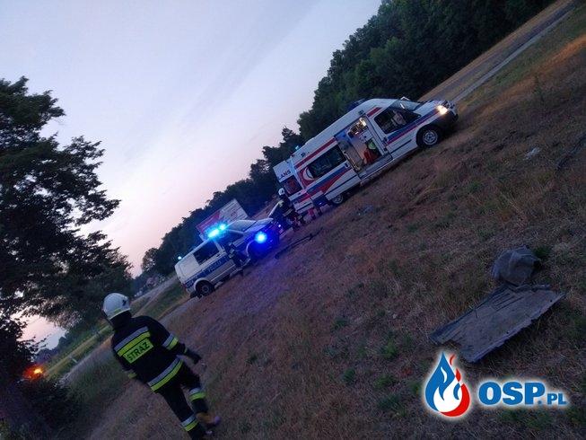 Dachowanie na Jamnicy (DW 871). Kierujący pojazdem został ranny. OSP Ochotnicza Straż Pożarna