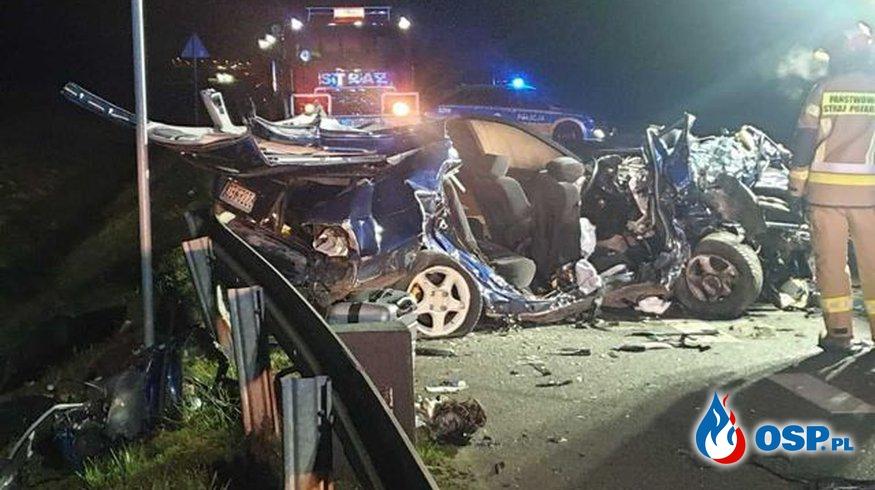 Dwie osoby zginęły, trzy są ranne. Czołowe zderzenie dwóch aut pod Brzegiem. OSP Ochotnicza Straż Pożarna