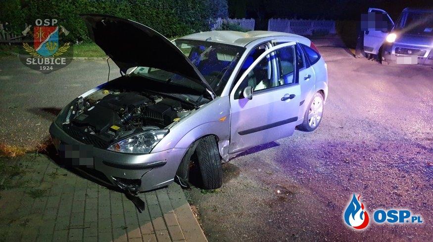 Samochód wypadł z drogi i dachował OSP Ochotnicza Straż Pożarna
