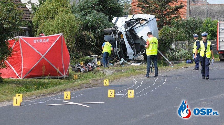 Tragiczny wypadek w Naroku. Bus zjechał prosto na jadącego z przeciwka motocyklistę. OSP Ochotnicza Straż Pożarna