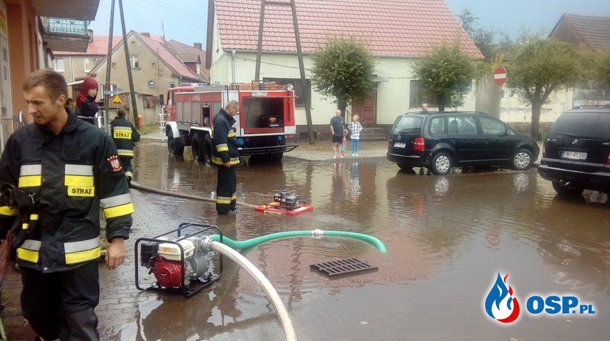 Zalany Rynek i ZGK w Bledzewie OSP Ochotnicza Straż Pożarna