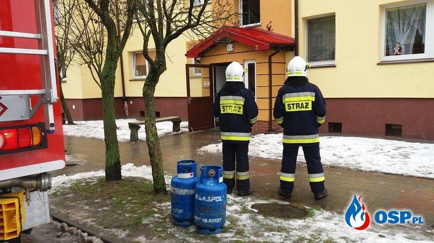 Drzewo na drodze i ulatniający się gaz w mieszkaniu. OSP Ochotnicza Straż Pożarna