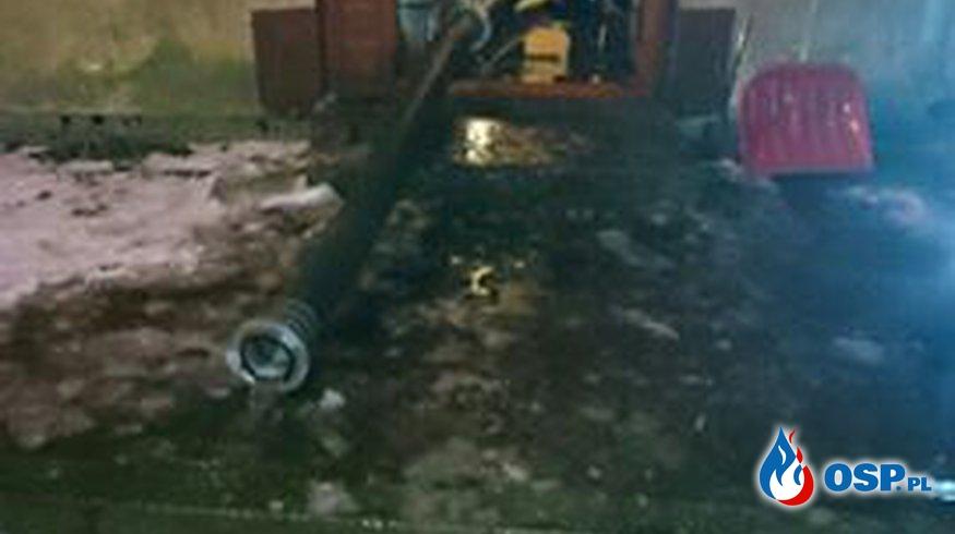 Pomieszczenie zalane wodą OSP Ochotnicza Straż Pożarna