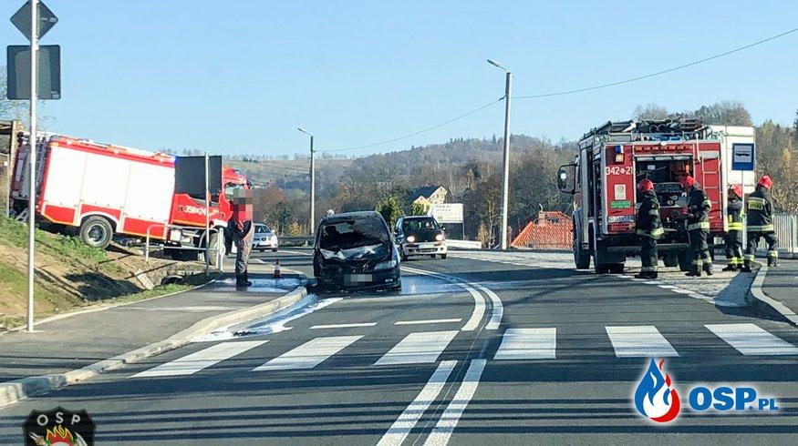 Pożar samochodu osobowego w Dziwiszowie. OSP Ochotnicza Straż Pożarna