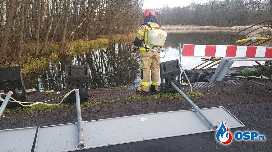 5 osób zginęło w wypadku. Samochód z młodymi ludźmi wpadł do stawu. OSP Ochotnicza Straż Pożarna