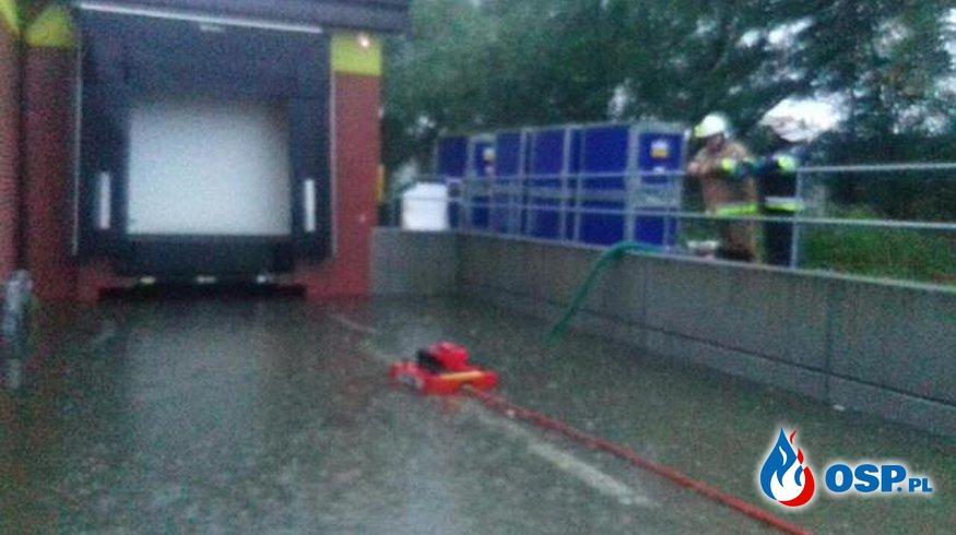 Dwie akcje pompowania wody w ,,Biedronce'' OSP Ochotnicza Straż Pożarna