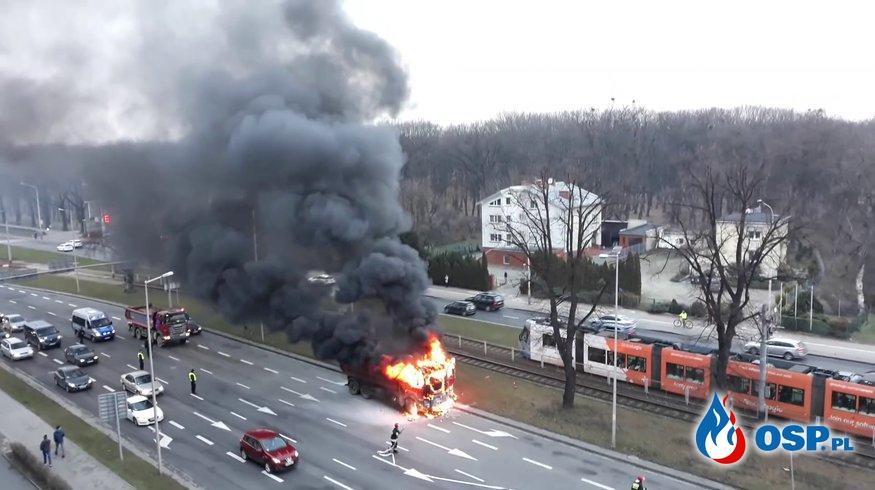 Pożar ciężarówki we Wrocławiu. Zobacz film z akcji gaśniczej! OSP Ochotnicza Straż Pożarna