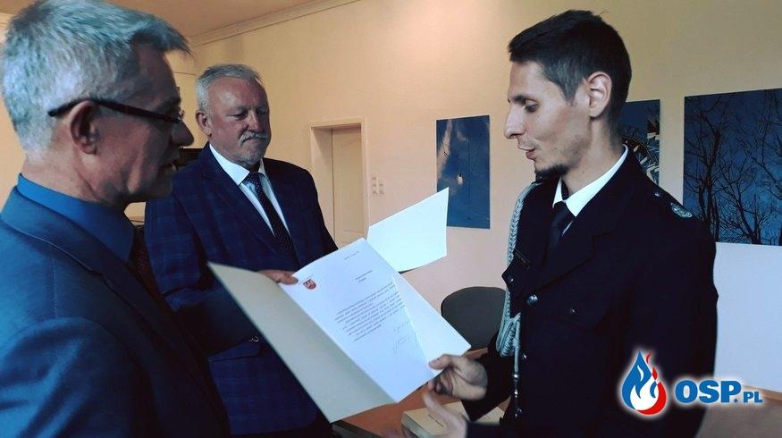 Wręczenie podziękowań w związku z dniem Strażaka. OSP Ochotnicza Straż Pożarna