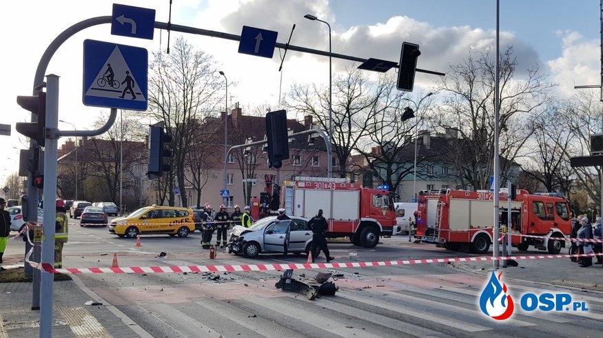 Wypadek z udziałem policyjnego radiowozu w Opolu OSP Ochotnicza Straż Pożarna