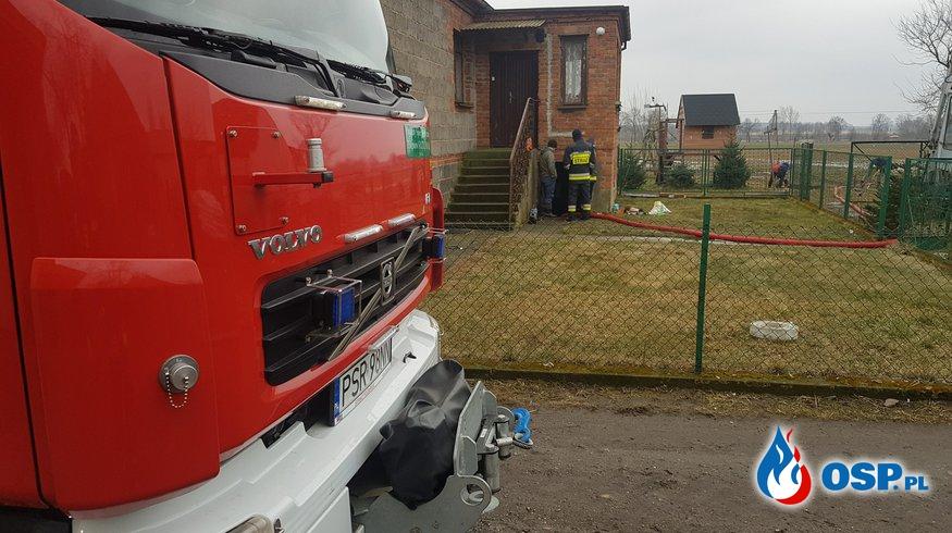 Nowojewo - zalana piwnica OSP Ochotnicza Straż Pożarna