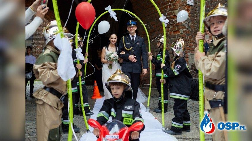 Mali strażacy uświetnili ślub strażaka z Wieruszowa OSP Ochotnicza Straż Pożarna