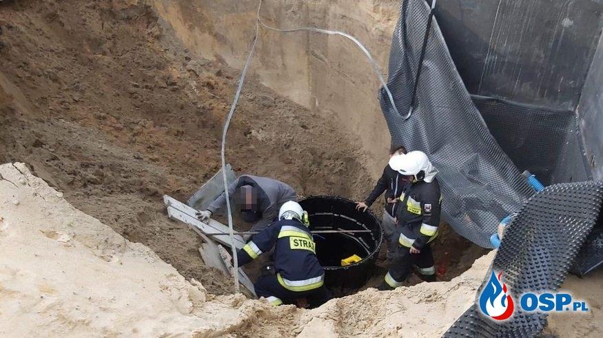 Robotnik przysypany w wykopie, wystawała tylko głowa. Trudna akcja w Solcu Kujawskim. OSP Ochotnicza Straż Pożarna