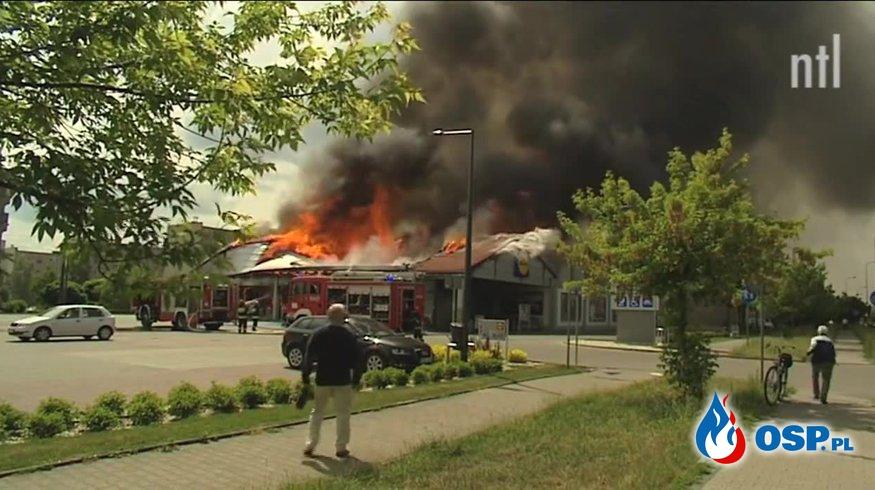 Pożar Lidla w Radomsku. Market doszczętnie spłonął. [FILM Z AKCJI] OSP Ochotnicza Straż Pożarna