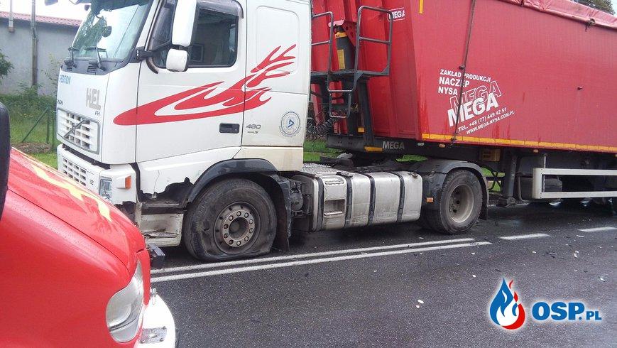 Wypadek. Samochód osobowy uderzył w ciężarówkę Zieleniewo 16-08-2016r. OSP Ochotnicza Straż Pożarna