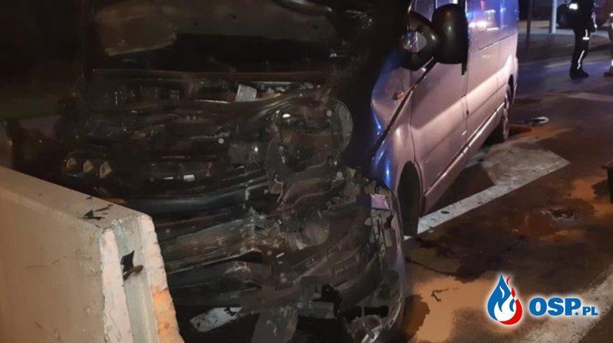 Wronki – samochód uderzył w szykany, pięć osób poszkodowanych OSP Ochotnicza Straż Pożarna