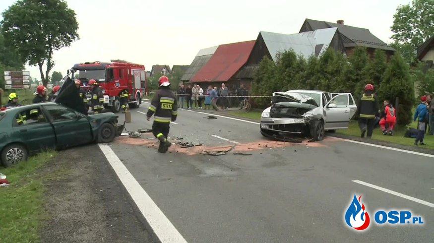 Czołowy wypadek w Białym Dunajcu, na Zakopiance. OSP Ochotnicza Straż Pożarna