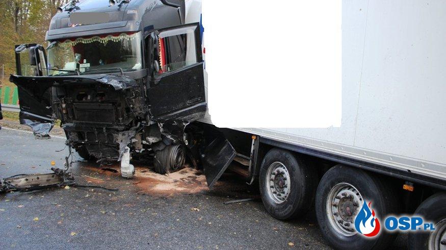 Zderzenie ciężarówki z osobówką. Z auta odpadło koło! OSP Ochotnicza Straż Pożarna