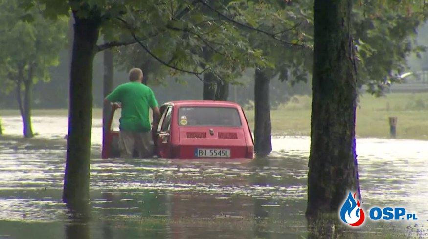 Ulewa i grad w Białymstoku. Ulice zamieniły się w rzeki! OSP Ochotnicza Straż Pożarna