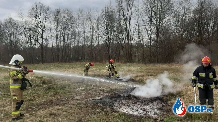 Pożar gałęzi - 12 kwietnia 2021r. OSP Ochotnicza Straż Pożarna