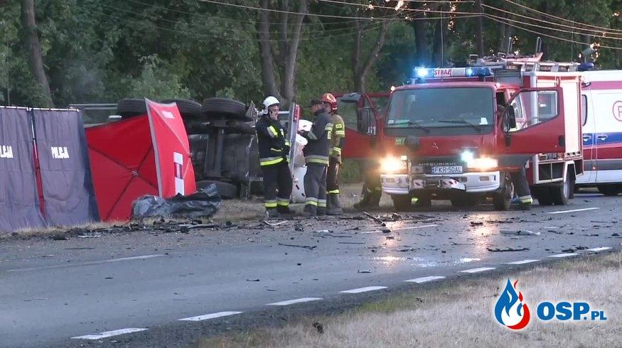 Czołowe zderzenie cysterny z BMW. Zginęło młode małżeństwo. OSP Ochotnicza Straż Pożarna