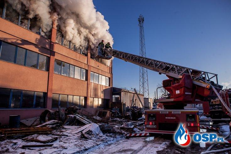 Duży pożar budynku magazynowego w Dobrej OSP Ochotnicza Straż Pożarna