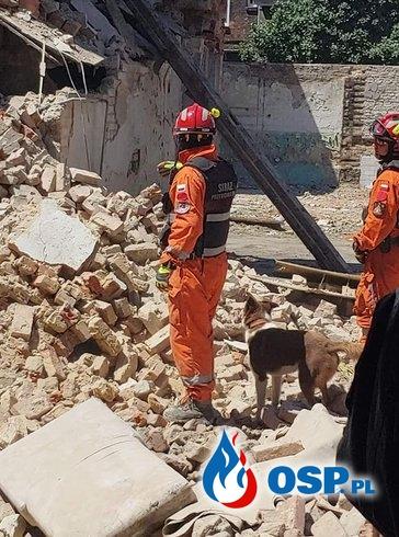 W Bytomiu zawaliła się część kamienicy. Gruzowisko przeszukiwali strażacy. OSP Ochotnicza Straż Pożarna