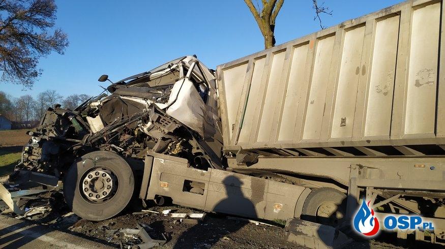 Zderzenie 2 pojazdów ciężarowych na DK60 OSP Ochotnicza Straż Pożarna