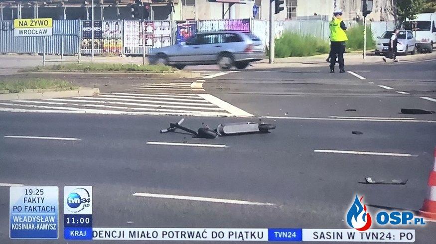 Mężczyzna wjechał elektryczną hulajnogą na czerwonym świetle. Zginął. OSP Ochotnicza Straż Pożarna