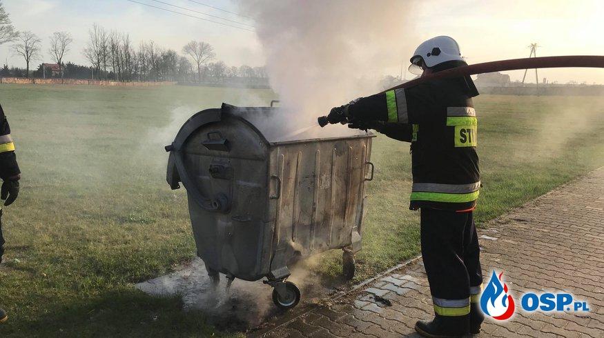 Pożar śmieci na cmentarzu komunalnym OSP Ochotnicza Straż Pożarna