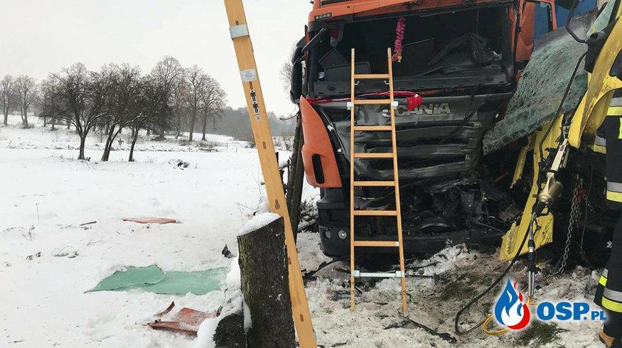 Czołowe zderzenie ciężarówek OSP Ochotnicza Straż Pożarna