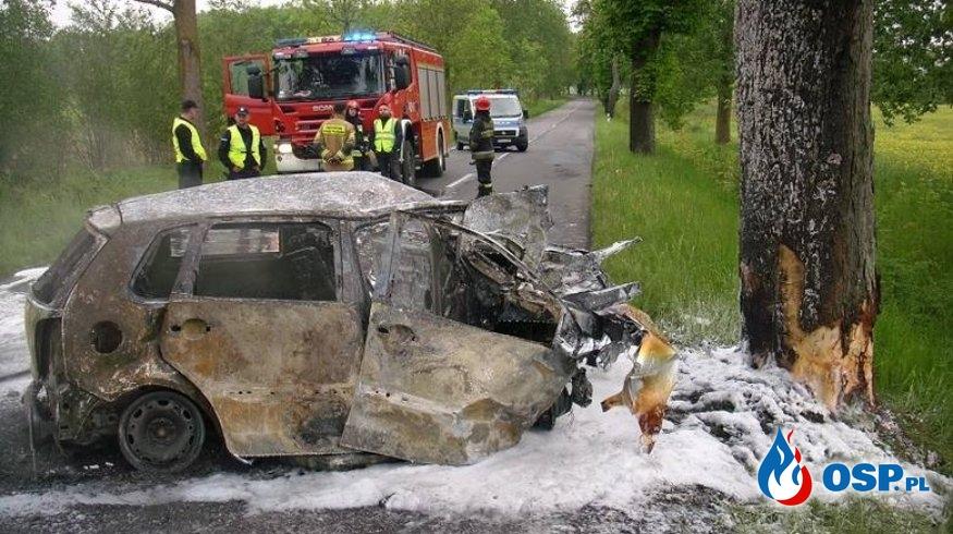 Tragiczny w skutkach błąd operatora 112? Auto po wypadku spłonęło, zginęła kobieta. OSP Ochotnicza Straż Pożarna