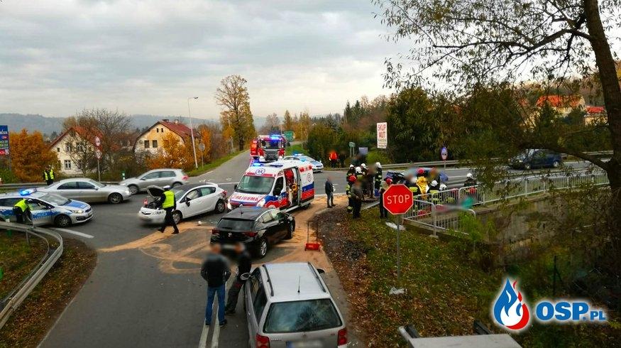 Zderzenie czterech pojazdów na DK8 w Kłodzku. OSP Ochotnicza Straż Pożarna