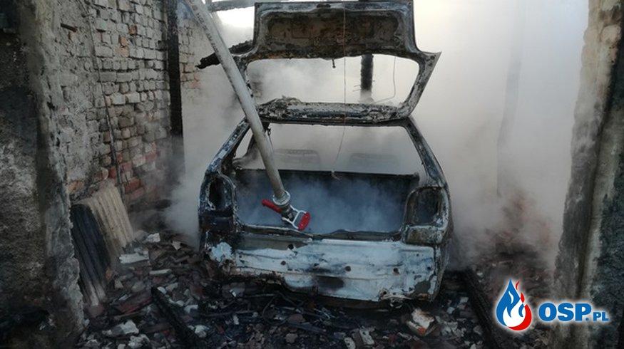 Pożar w Ciosańcu. Spłonął garaż i zaparkowany w nim samochód. OSP Ochotnicza Straż Pożarna