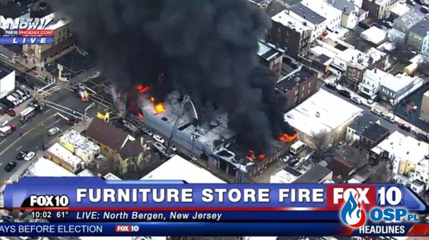 Ogromny pożar sklepu meblowego w USA OSP Ochotnicza Straż Pożarna