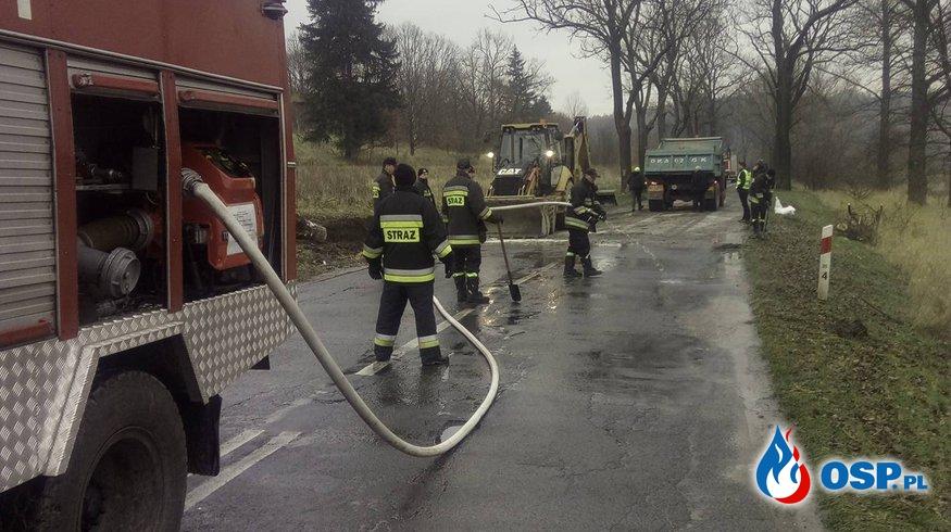 Wywrócona cysterna i ponad 10 godzin akcji OSP Ochotnicza Straż Pożarna