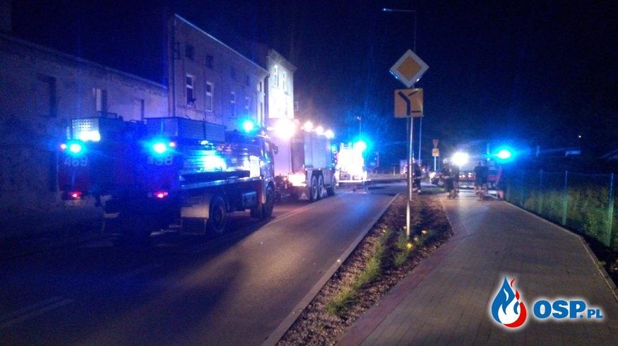 Nocny pożar mieszkania w kamienicy - Inowrocław ul. Stare miasto OSP Ochotnicza Straż Pożarna