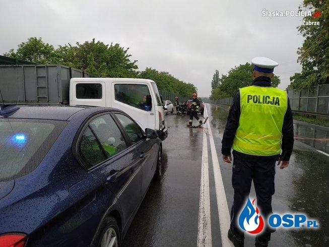 Tragiczny karambol w Zabrzu. Nie żyje jeden z kierowców. OSP Ochotnicza Straż Pożarna