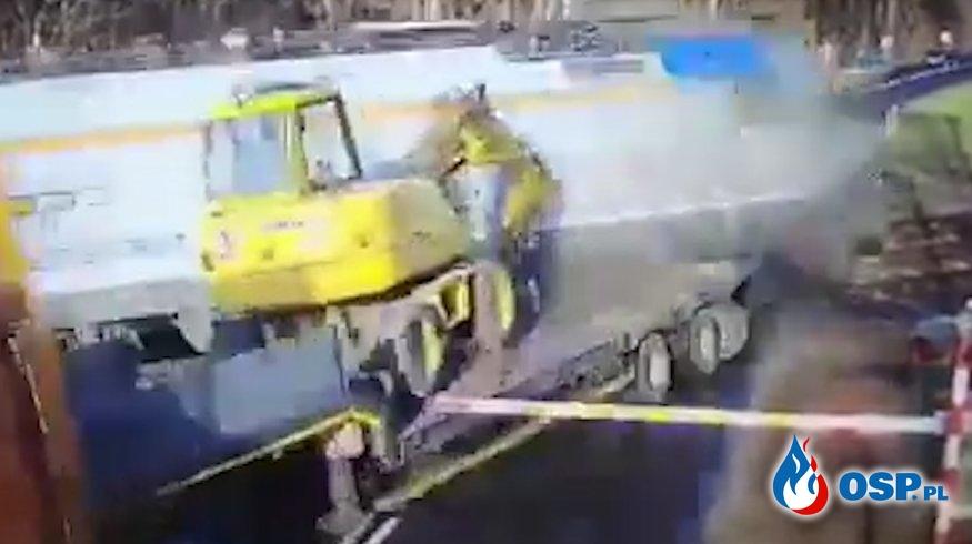 Zobacz moment zderzenia pociągu z ciężarówką! Jest nagranie z monitoringu. OSP Ochotnicza Straż Pożarna
