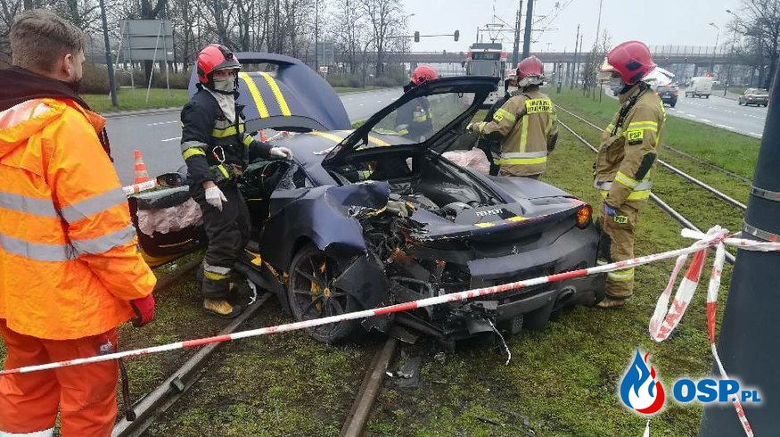 34-letni kierowca po alkoholu rozbił ferrari w centrum Łodzi OSP Ochotnicza Straż Pożarna