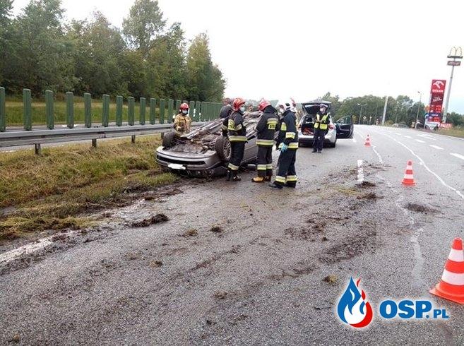 Dachowanie samochodu osobowego na DK7 - 26 maja 2020r. OSP Ochotnicza Straż Pożarna